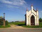 Obrázek: Kříž a kaple na Trhovici